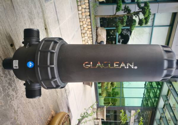 Manual water filter for garden and landscape irrigation